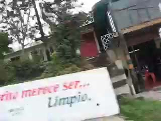 Click for a street-scene video of La Hormiga (6 seconds)